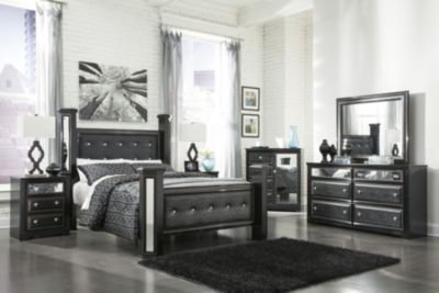 Ashley Alamadyre 4-Piece Queen Poster Bedroom Set