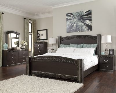 Ashley Vachel 4-Piece King Bedroom Set