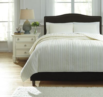 Ashley Solsta Ivory 3-Piece Queen Coverlet Set