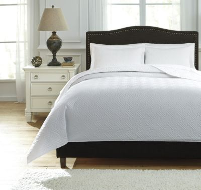 Ashley Aldis White 3-Piece King Coverlet Set
