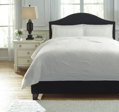 Ashley Bazek White 3-Piece Queen Coverlet Set