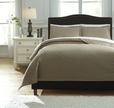 Ashley Alecio Sand 3-Piece Queen Quilt Set