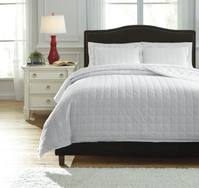 Ashley Amare White 3-Piece King Coverlet Set