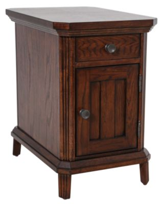 Broyhill Estes Park Chairside Table