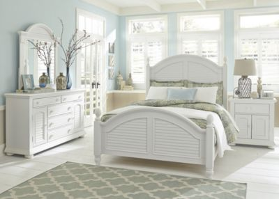 Liberty Summer House I 4-Piece King Poster Bedroom Set
