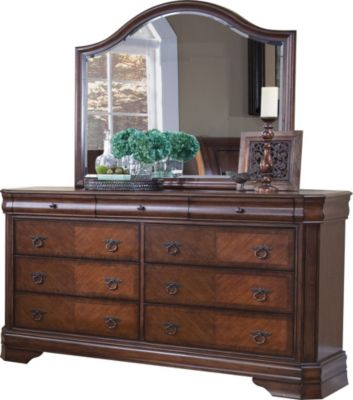 New Classic Sheridan Dresser with Mirror