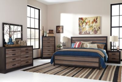 Ashley Harlinton 4-Piece King Panel Bedroom Set