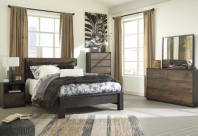 Ashley Windlore 4-Piece King Bedroom Set