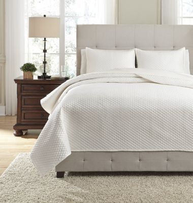 Ashley Dietrick Ivory 3-Piece King Quilt Set