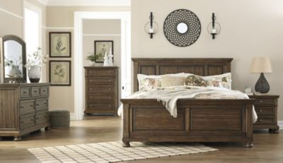 Ashley Flynnter 4-Piece Queen Panel Bedroom Set