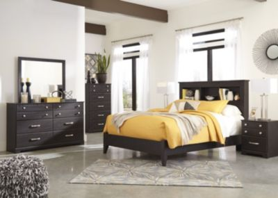Ashley Reylow 4-Piece King Bedroom Set