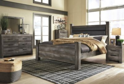 Ashley Wynnlow 4-Piece King Poster Bedroom Set