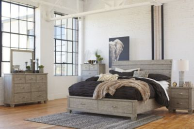 Ashley Naydell 4-Piece Queen Bedroom Set