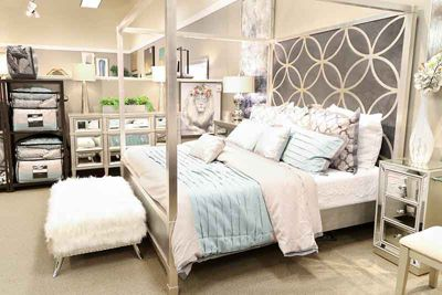 Accentrics City Chic canopy bed