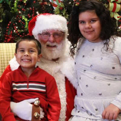 FREE Santa Pictures— and Mrs. Claus, too!— at Homemakers