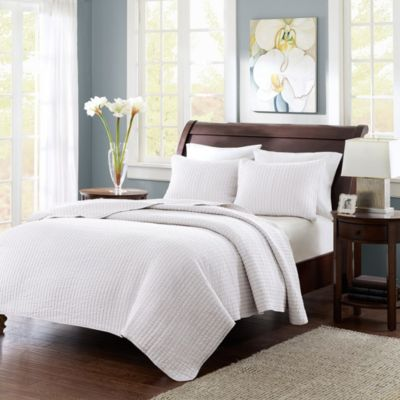 Hampton Hill Keaton White 3-Piece Full/Queen Coverlet Set