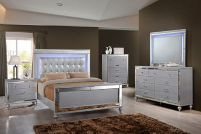 New Classic Valentino Silver 4-Piece King Bedroom Set