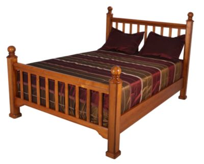 New Classic Honey Creek Queen Poster Bed