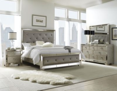 Pulaski Farrah 4-Piece Queen Bedroom Set