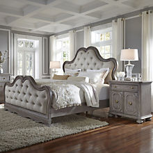 Traditional Queen Bedroom Set